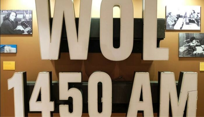 WOL AM Old Sign